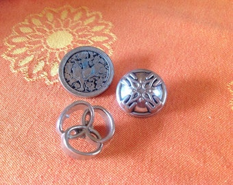 Set of three 25 and 22mm diameter silver metal buttons