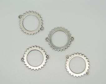 Round connector, silver, shaped gear