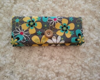 wallet has three flowers
