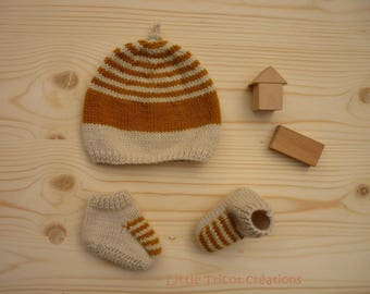 Hat and booties (3/6 months) cream and saffron yellow, hand-made wool and cashmere.