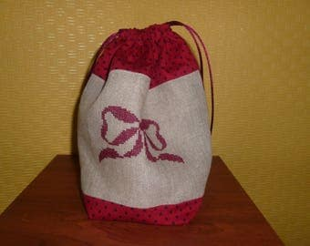 purse embroidered cross-stitch in linen and cotton red and beige