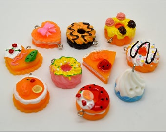 Set of 10 various cake charms