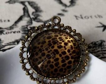 Bronze leopard cabochon pendant charm 4cm