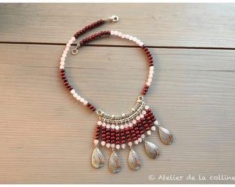 Bib necklace in rose quartz and Burgundy red sandalwood