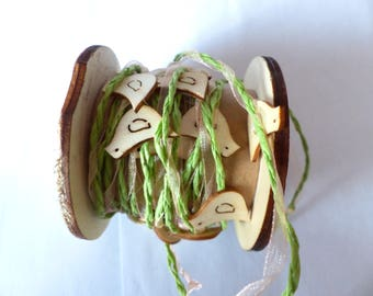 Green wreath with birds in wood and organza Ribbon