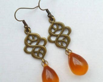 Earrings metal bronze color with insert made of diamond - shaped topaz colored drop beads