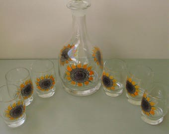 Unused,Vintage drinking set,6 glasses and jug/bottle,Sunflower pattern, Mid-Century
