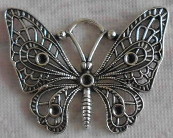 Butterfly charm in silvery metal aged appearance, finely crafted 4.80 cm tall