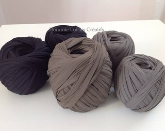 Set has 33 Trapilho 700g to 1000g multicolor yarn
