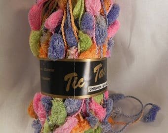 "ball of yarn for scarves with tassels ""ticking"" pastel colors"
