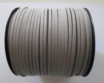 1 mètre cordon plat suédine largeur 2.5 mm couleur : gris clair