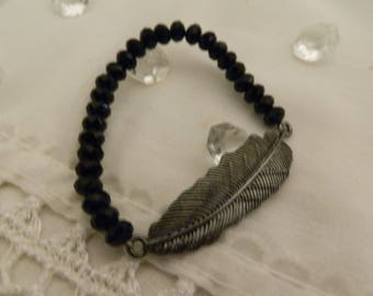 Pearl bracelet and its feather