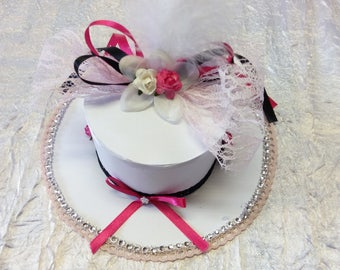 Hat /fuchia pink and white wedding table decoration