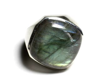 N223 - 925 sterling silver ring and stone - Labradorite diamond 23mm