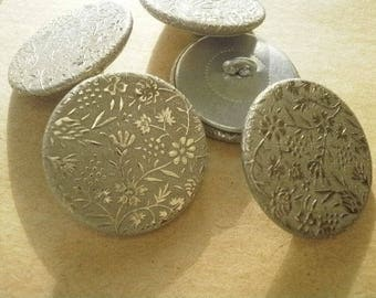 Set of 2 round buttons, metal, with a flowers motif, 24 mm diameter