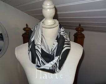 Black, beige and white geometric patterned Snood