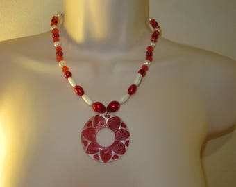 Necklace red and white