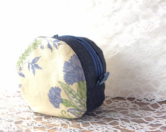 Blue carnation patterned round pouch