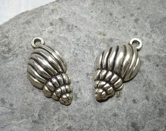 2 charms shell with effect relief 25 5x13mm