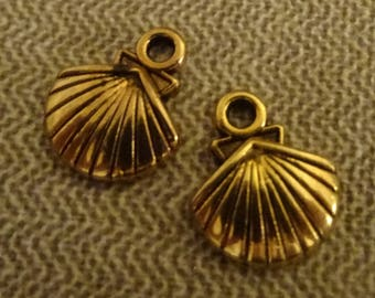 2 clam charms gold plated with effect relief 25 5x13mm