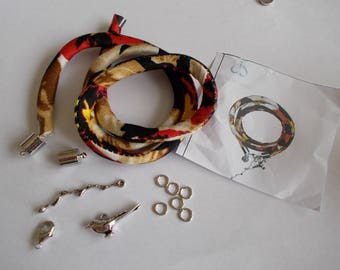 Kit for the realization of a cloth bracelet and charms
