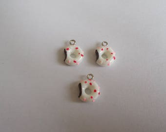 1 set of 3 charms pink chocolate donuts and fuchsia on white background