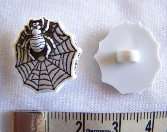 Fancy button, child, (Bo 2242) Spider Web pattern