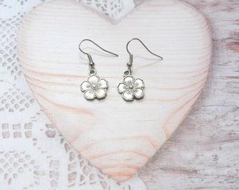 Pair of earrings jewelry dangle flower