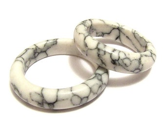 Ring - white howlite natural stone Bangle
