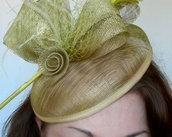 fascinator Fascinator/Hat-green-lime - Sinamay flower and feathers - wedding, cocktail party, ceremony...