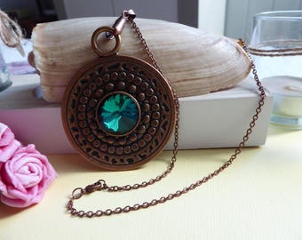 Necklace big round pendant with emerald green rhinestones
