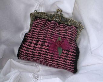 Frame coin purse metal shabby chic vintage weaving handmade pink and black, matching flower, wedding ceremony.