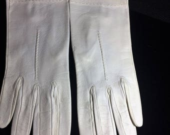 Vintage kid gloves, with stitching around wrist. Capretto size 7.2