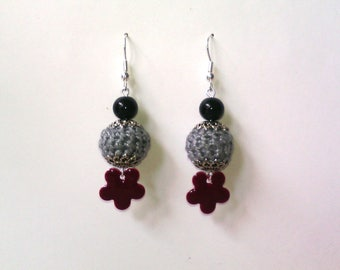 Flower ball: crocheted earrings and sequins