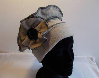 Overlock beige fleece Hat Black