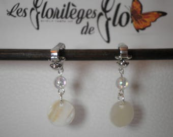 02359 - White Pearl clip on earrings