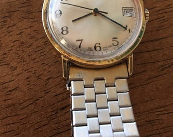 Timex vintage mens goldtone w/date dial made in england mechanical wind made 1980 watch