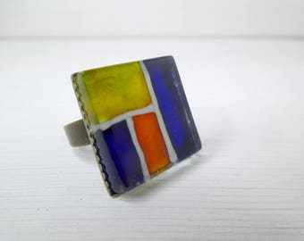 Ring in square glass orange and yellow
