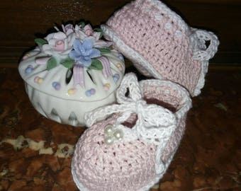 Baby girl 3 to 6 months in pink, white cotton shoes