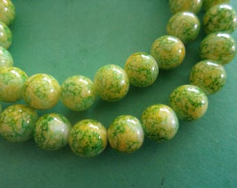 Round green and yellow, marbled color glass bead - 8mm