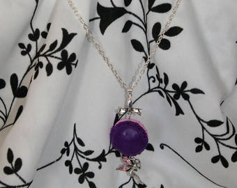 Macaron purple-pink with his bow and her little fairy necklace