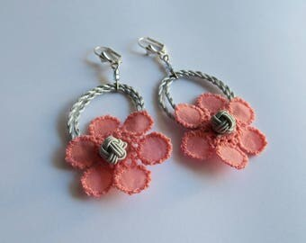 Lightweight earrings and flowers - coral