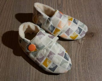Scandinavian theme (size 0/6 or 6/12 or 12/18 months) baby booties