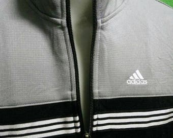 Adidas Sweater Zipper. Unisex Smart and Sporty Style.