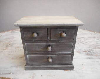 Adorable little Cabinet patina