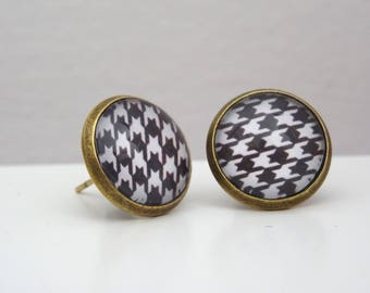 Houndstooth pattern Stud cabochon earrings