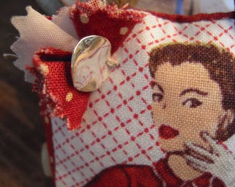 PIN handbag cotton white and red face charm, elegant Parisian vintage 60's ' Please