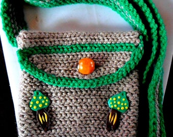 Shoulder bag made entirely by hand crocheted with mushroom decoration!