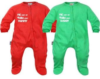 2 baby twins Pajamas: me and my twin love mummy / daddy