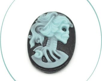 An oval cabochon resin cameo, black & blue, 25 x 18 mm, 4 mm thick